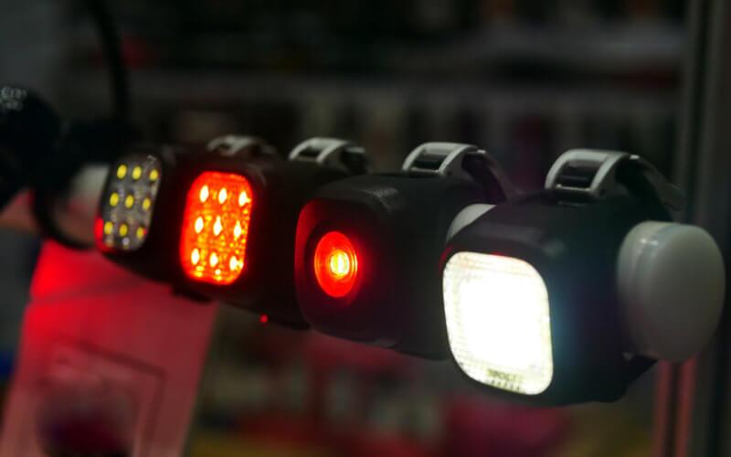 Guida alle luci per la bicicletta: a cosa prestare attenzione