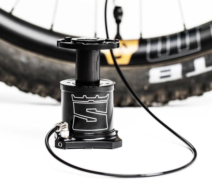 StomPumP la piccola pompa a pedale per bici | ebikemag